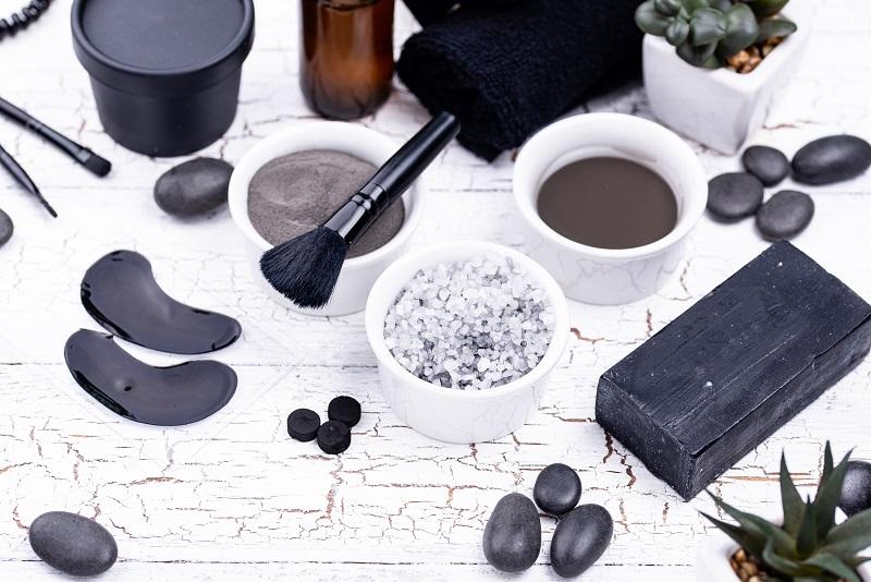 Jakie kosmetyki warto zamawiać online?